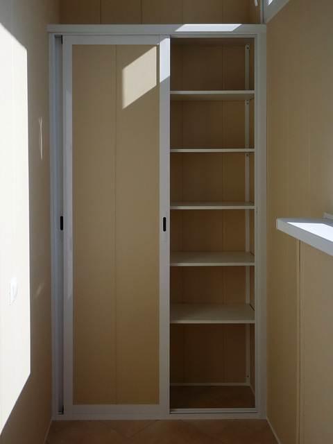 Шкаф на балконе своими руками фото